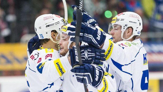 Hráči Komety (zleva) Petr Kuboš, Antonín Honejsek a Martin Dočekal se radují z gólu.