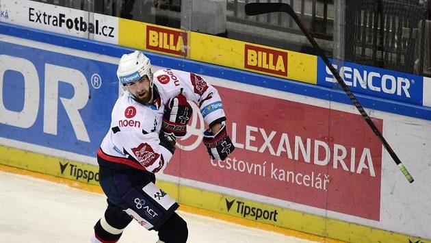 Lukáš Vantuch z Chomutova se raduje poté, co vstřelil rozhodující gólu zápasu proti pražské Spartě.
