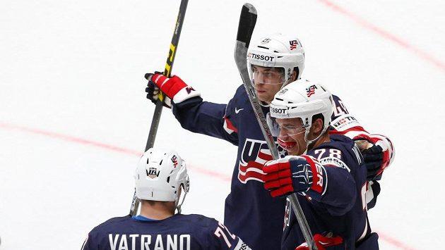 Američané se radují z gólu proti Bělorusku v zápase MS.