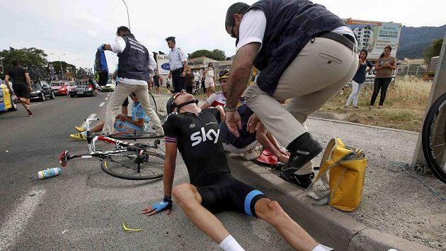 Britský cyklista Geraint Thomas po pádu v závěru úvodní etapy letošního ročníku Tour de France.