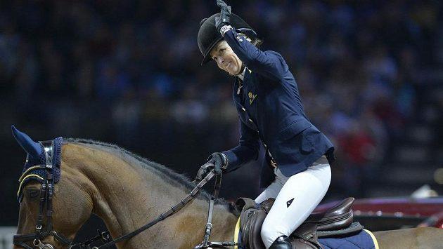 Finále Super Grand Prix jednotlivců ovládla v Praze jezdkyně Edwina Topsová-Alexanderová s koněm California.
