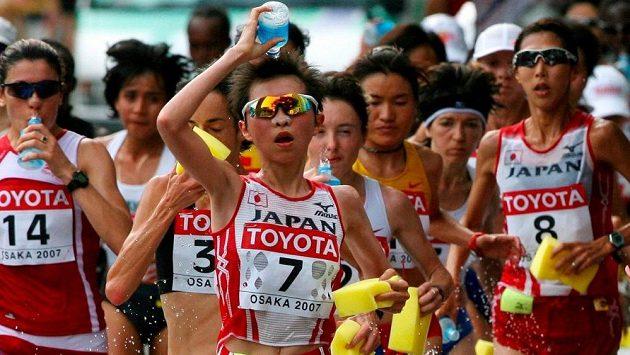 Šampiónka Jumiko Hara (na snímku se startovním číslem 7) dlouhodobě trpí psychickými problémy.