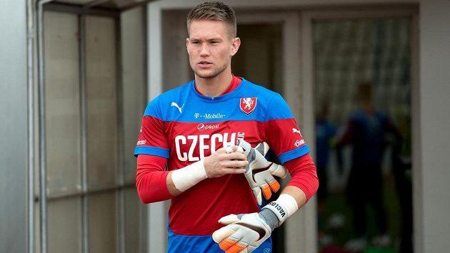 Brankář Tomáš Vaclík přichází na trénink české fotbalové reprezentace.