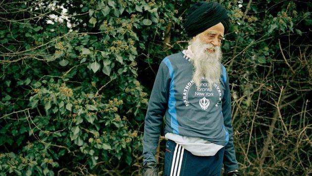 Jak se vyhnout zraněním? Fauja Singh (na snímku 94letý, nyní 107letý) britský maratonec by určitě mohl vyprávět...