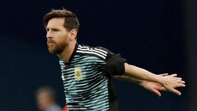 Argentinec Lionel Messi při rozcvičení před utkáním s Nigérií.