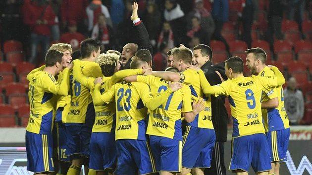 Slavia pod Šilhavým prvně selhala! Zlín se těší na finále poháru