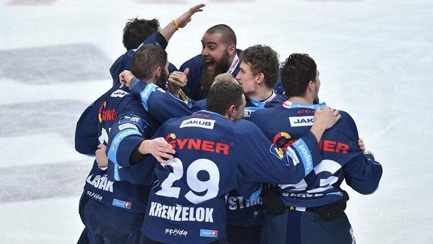 Liberečtí hokejisté slaví zisk premiérového extraligového titulu.