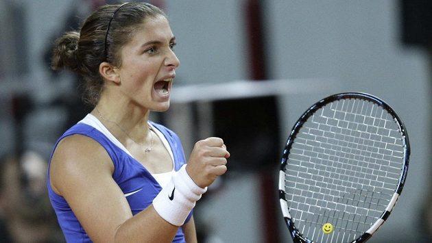 Italka Sara Erraniová se raduje z hladké výhry nad Američankou Jamie Hamptonovou.