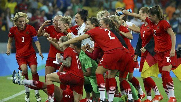 Německé fotbalistky zdolaly Švédky a slaví historicky první zlato na OH.