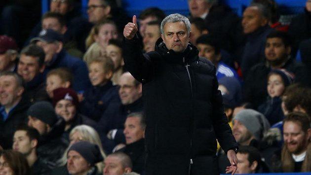 Jsi jednička! Kouč Chelsea José Mourinho oslavil stou výhru v Premier League. Nejrychleji ze všech trenérů v historii.