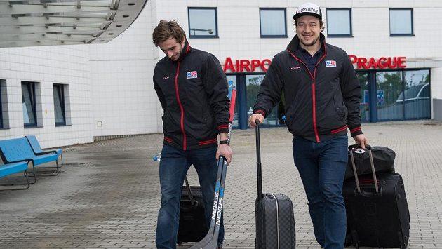 Hokejisté Tomáš Filippi (vlevo) a Jan Kovář na archivním snímku.