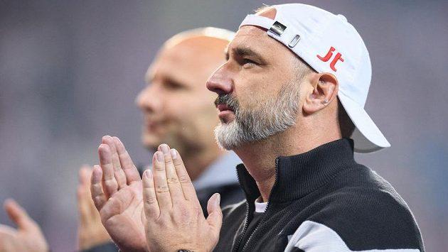 Trenér Slavie Praha Jindřich Trpišovský po utkání s Barcelonou děkuje fanouškům