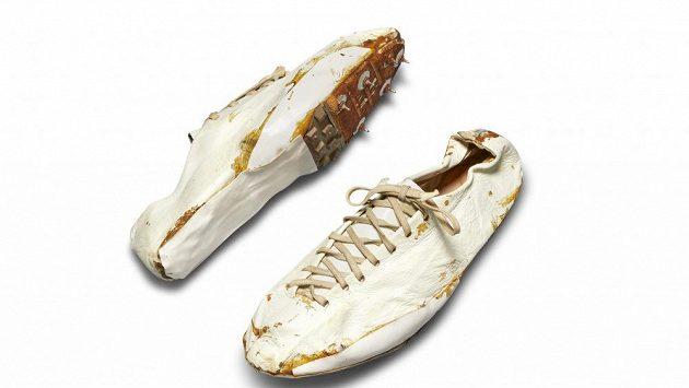 Legendární tretry Nike jdou do aukce.