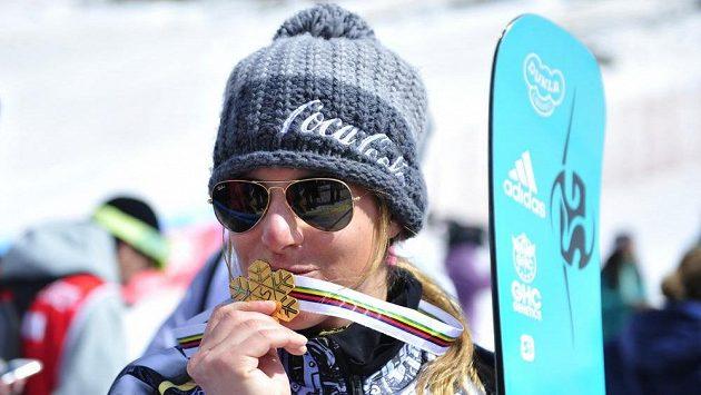 Snowboardistka Ester Ledecká a její radost ze zlaté medaile.
