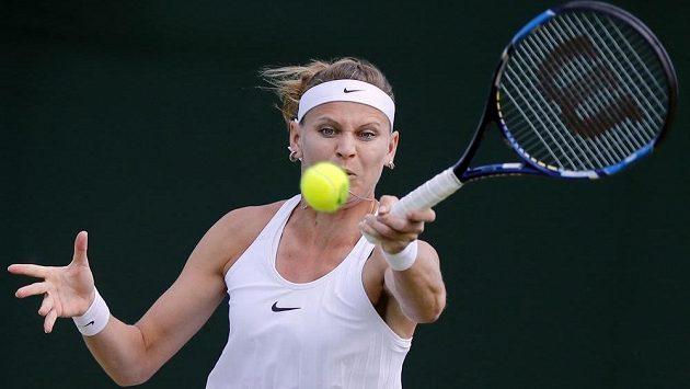 Lucie Šafářová (na snímku) v napínavém zápase udolala Slovenku Janu Čepelovou a postoupila do čtvrtého kola Wimbledonu.