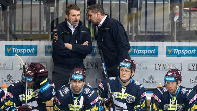 Patrik Martinec (vlevo) může dát trenérovi českých hokejistů Josefu Jandačovi dost informací o prvním soupeři Čechů na olympiádě. Oba muži se už potkali během angažmá v pražské Spartě.