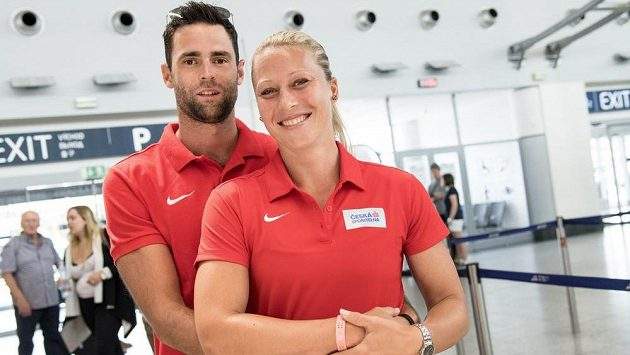 Nastávající rodiče Jan Kudlička a Jiřina Ptáčníková na snímku před odletem na loňské mistrovství světa v Londýně.