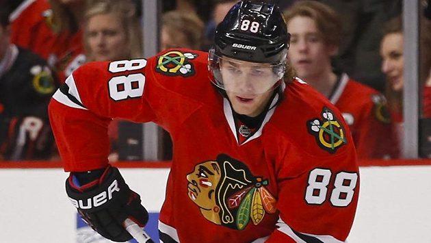 Jak by se asi vyjímalo logo firmy Adidas na dresu Patricka Kanea, vítěze Stanley Cupu s Chicagem?