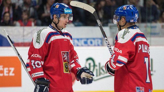 Roman Červenka (vlevo) chválí kapitána české reprezentace a věří, že na levém křídle vedle Tomáše Plekance to bude během MS fajn.