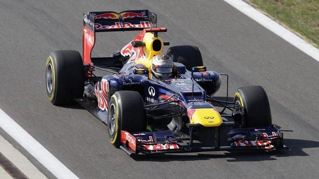 Německý pilot Sebastian Vettel během tréninku v korejském v Jongamu.