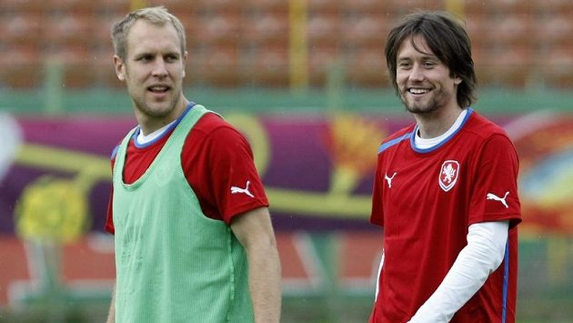 Po kapitánovi reprezentace Rosickém (vpravo) vypadl z národního týmu i plzeňský Kolář.
