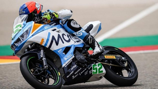 Český motocyklový závodník Oliver König v akci ve španělském Aragonu.