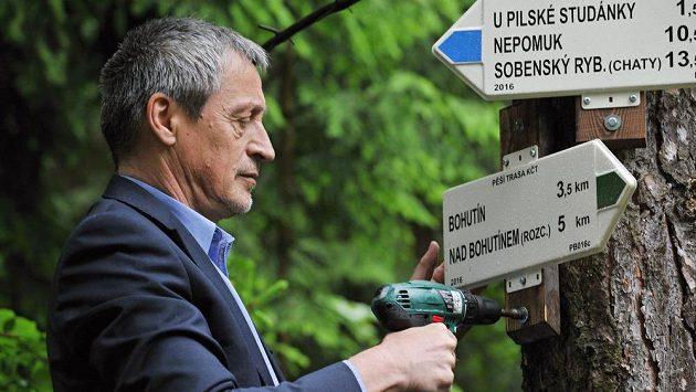 Martin Stropnický coby ministr v akci u vodní nádrže Pilská v Brdech. Ilustrační snímek.