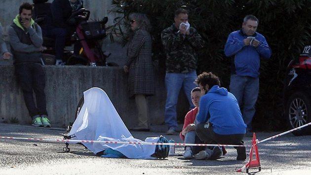Pořadatelé Gira d'Italia připravili pro jubilejní 100. ročník závodu novinku v podobě soutěže o nejrychlejšího sjezdaře, která se však cyklistům ani trochu nelíbí. I proto, že v roce 2011 právě na Giru po pádu ve třetí etapě přišel o život Belgičan Wouter Weylandt (ilustrační foto).