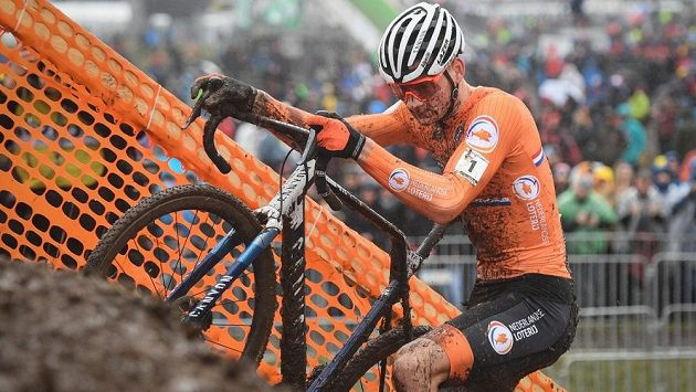 Nizozemský cyklokrosař Mathieu van der Poel na únorovém MS ve švýcarském Dubendorfu.