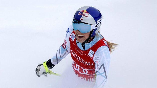 Lindsey Vonnová z USA po dalším vítězství v Lake Louise.