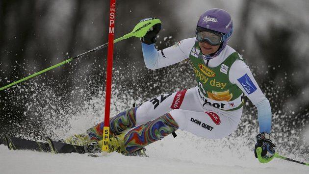 Česká slalomářka Šárka Strachová během závodu Světového poháru ve slovinském Mariboru.