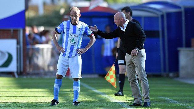 Dnes už bývalý záložník Mladé Boleslavi David Jarolím (vlevo) a jeho otec a trenér týmu Karel v utkání se Spartou.