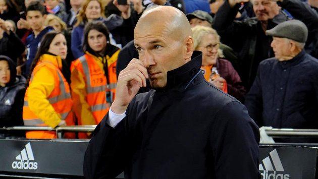 Fotbalisté Realu Madrid prohráli ve Valencii 1:2 a poprvé od návratu trenéra Zinédina Zidana nebodovali.