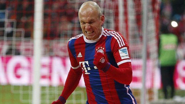 Arjen Robben z Bayernu jásá po gólu proti Kolínu.
