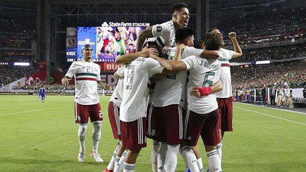Fotbalisté Mexika porazili v semifinále Zlatého poháru Haiti 1:0 po prodloužení.
