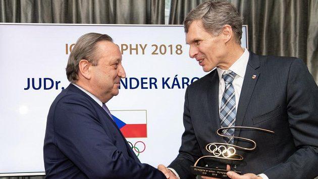 Ombudsman Alexander Károlyi a předseda ČOV Jiří Kejval během předání ceny MOV za rok 2018, dne 10. prosince 2018 v Praze.