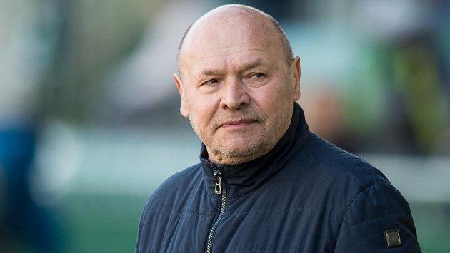 Zamyšlený trenér Bohemians Miroslav Koubek.