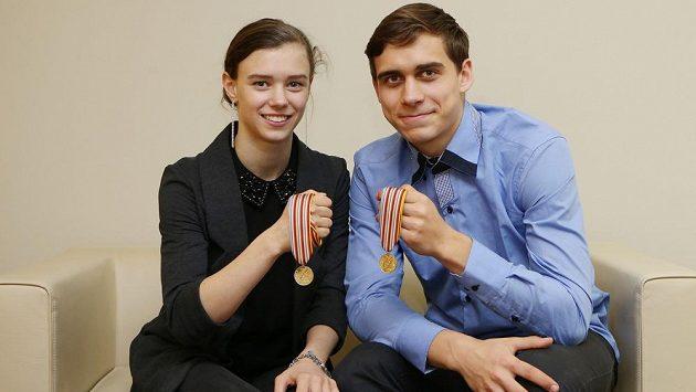 Anna Dušková a Martin Bidař, juniorští mistři světa v krasobruslení.