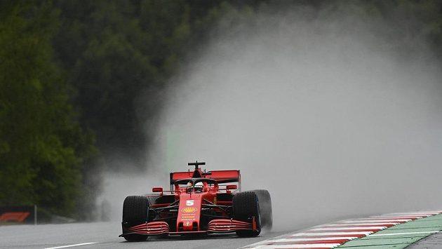 Němec Sebastian Vettel na ferrari v kvalifikaci.