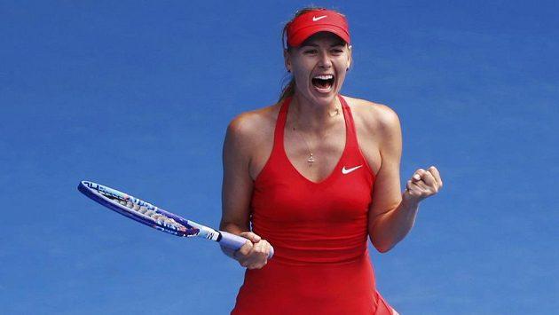 Ruska Maria Šarapovová se raduje z postupu do finále Australian Open.