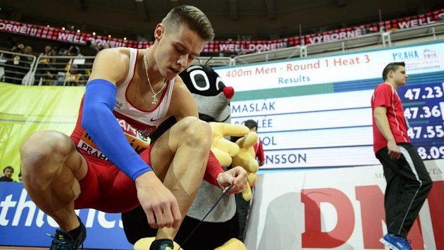 Pavel Maslák po vítězství v rozběhu závodu na 400 metrů.