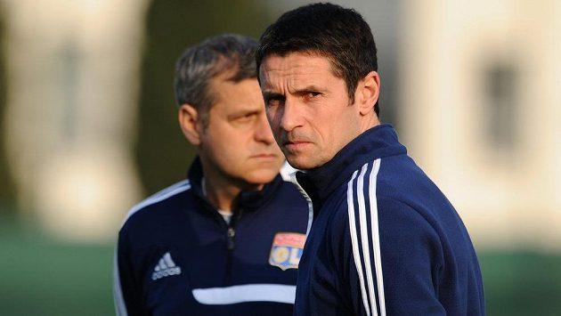 Trenér Lyonu Rémi Garde (vpředu vpravo).