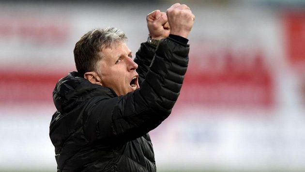 Trenér Jablonce Jaroslav Šilhavý oslavuje další vítězství.
