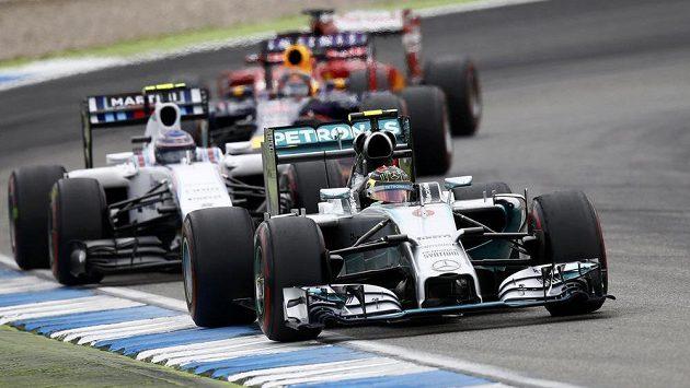 Takhle Nico Rosberg zahájil a posléze i zakončil Velkou cenu Německa - stylem start-cíl suverénně zvítězil.
