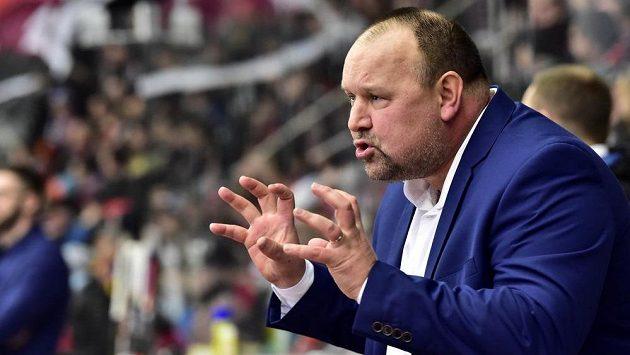 Trenér Pardubic Ladislav Lubina během utkání v Hradci Králové.