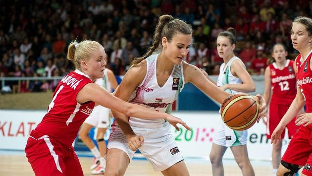 Utkání českých basketbalistek proti Maďarsku na MS do 17 let.