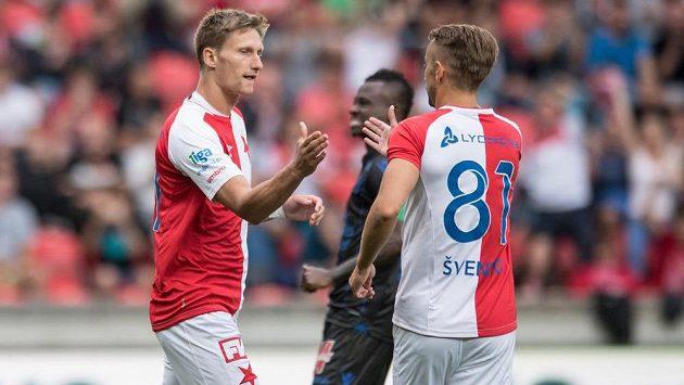 Milan Škoda (vlevo) a Dušan Švento oslavují gól Slavie při přípravě s Nice.