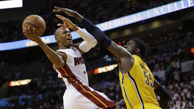 Spasitel Miami Heat Ray Allen (vlevo) v akci.