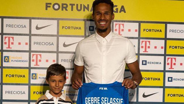 Pod Ještědem před sezonou skončilo dlouhé čekání na vysněnou posilu. Bývalý reprezentant Theodor Gebre Selassie se po devíti letech znovu objeví v nejvyšší české soutěži. Bývalý reprezentant Theodor Gebre Selassie podepsal v Liberci smlouvu na jeden rok.