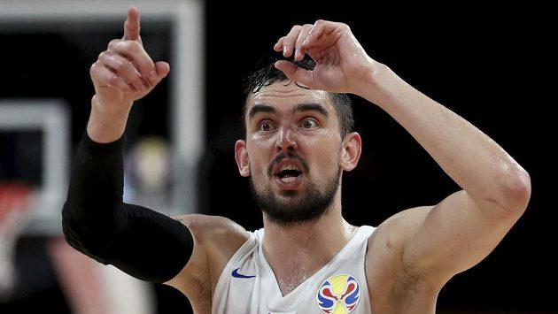 Český basketbalista Tomáš Satoranský během utkání proti Řecku